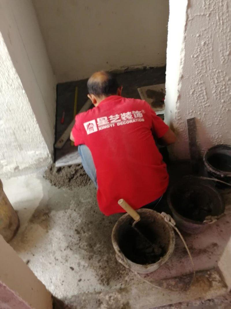 卫生间贴砖