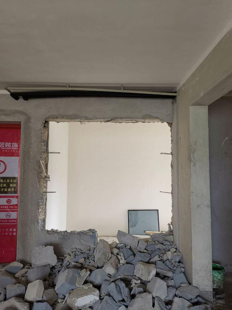 砌墙、修补工地施工