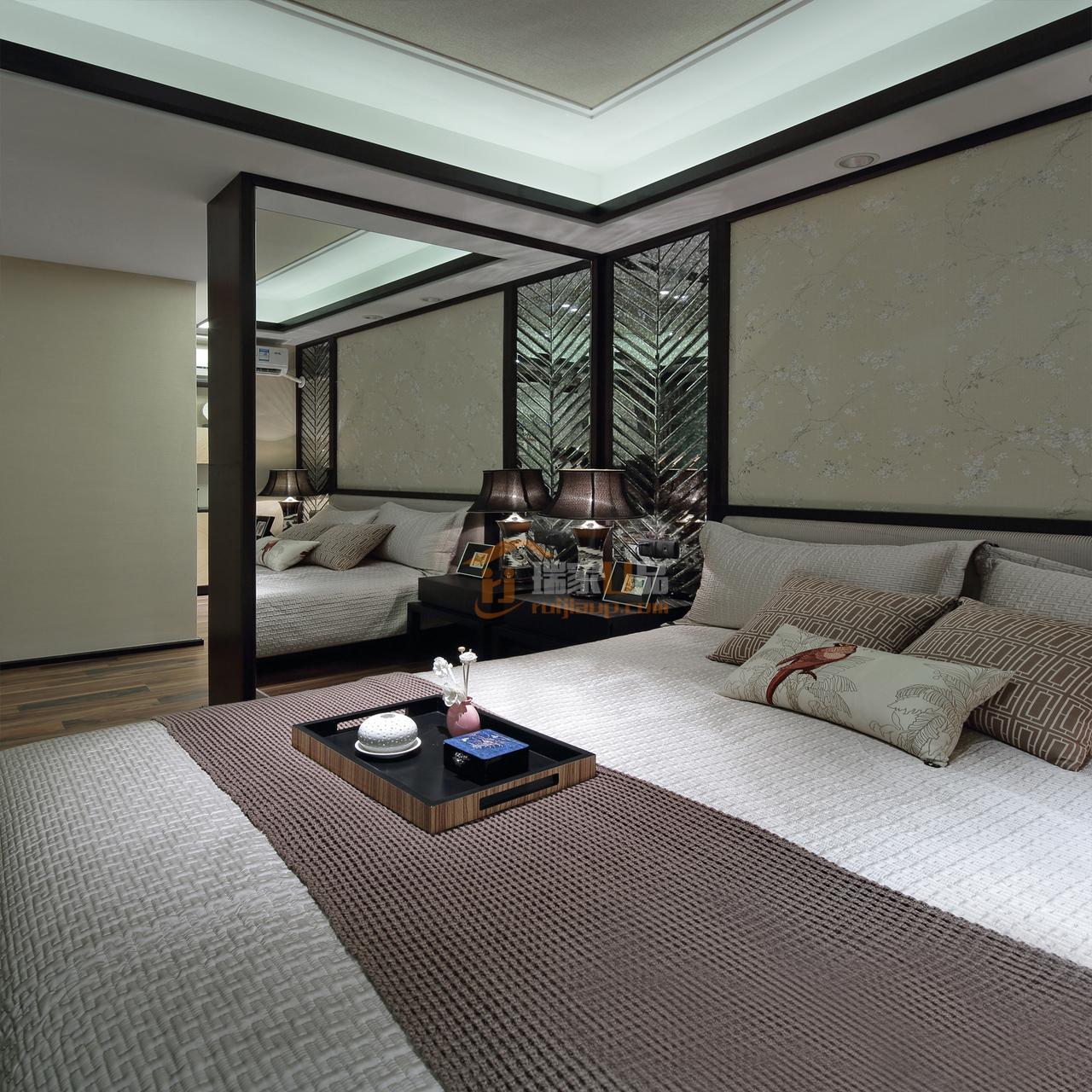 家具的高雅和文化内涵,又有现代家具的简约与时尚,特别是使用舒适感也很强。