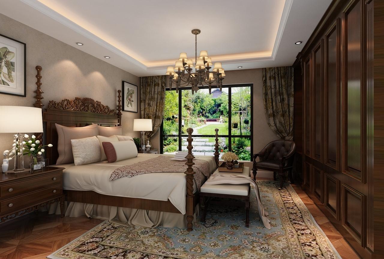 复古的拼花木地板和同色系的美式实木家具相呼应,实木质地的美式大床,配合房间内充足的采光,营造出一种娴静幽雅的舒适之感。
